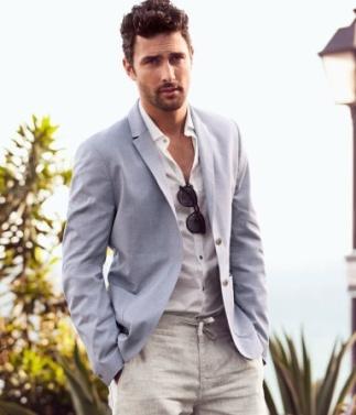 O blazer sem gravata é uma excelente pedida para o dia