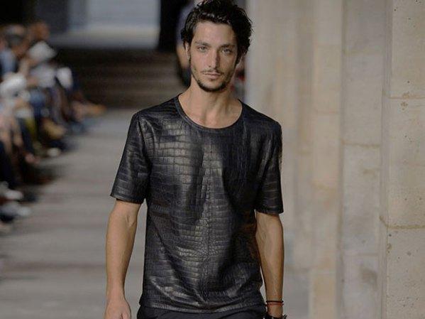 A camiseta da Hermès que custa R$ 180 mil e foi feita de pele de crocodilo #desnecessário