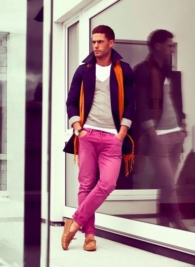 As calça coloridas também são bacanas para quem é mais ousado