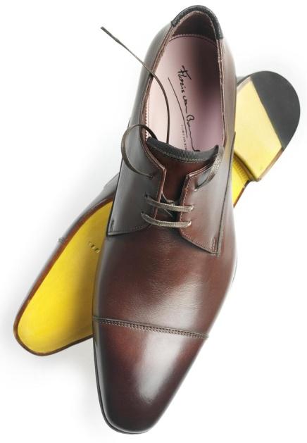Sapatos com sola coloridas: qual a cor que se encaixa no seupé?