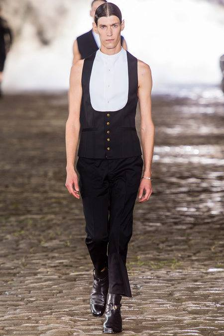 27 _ Alexander McQueen _ Men Summer 2014