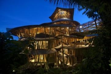 Casa sustentável Bambu Elora Hardy 14