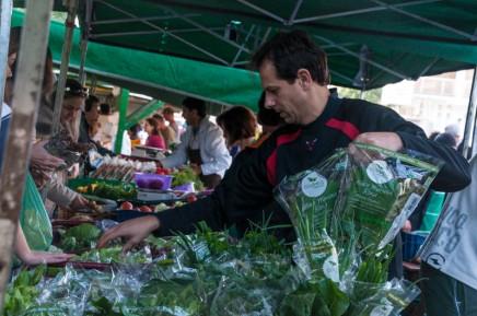 A feira orgânica que trouxe vida nova a uma praça de PortoAlegre