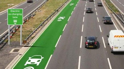 Reino Unido desenvolve estrada que recarrega carros elétricos emmovimento